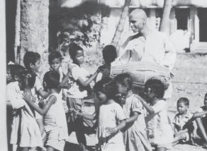 Loknath Swami with Childrens